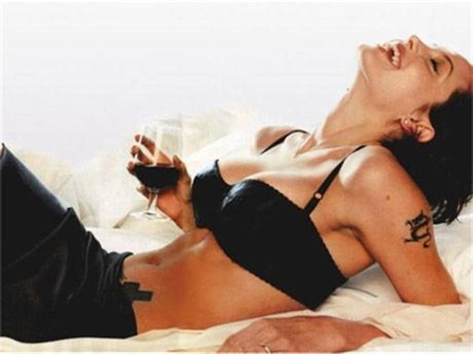 Jolie'nin 'karanlık' seks sırları